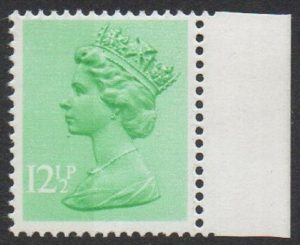 sgX899Ea var 1982 12½p with 9.5mm broad band at left - U/M